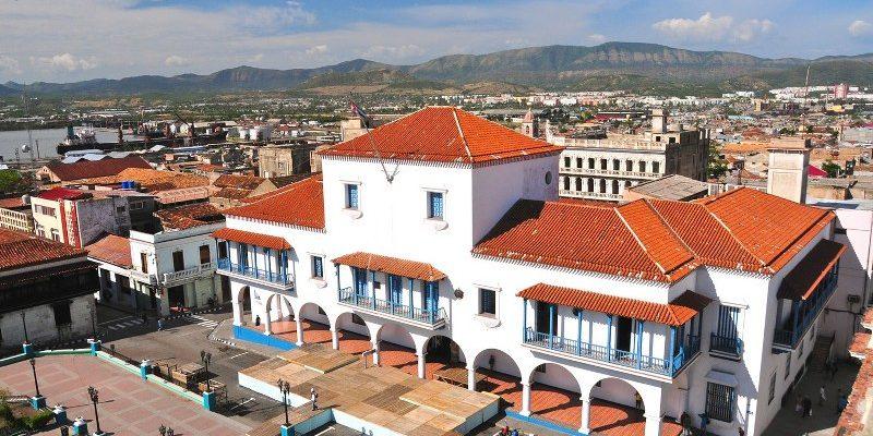 Santiago-de-Cuba-city-hall-main-square_800x531